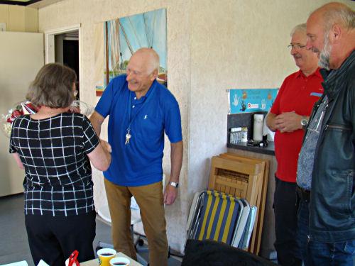 2017 – 23 september - Henny Bijl is onze eerste Held van de Samenleving. De bezielende wijze waarop zei samen met een groep vrijwilligers vorm geeft aan de activiteiten op 'haar' Wilde Weide Speelbos maken van Henny een welverdiende winnares!